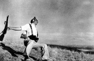 la foto di Robert Capa simbolo della guerra di Spagna
